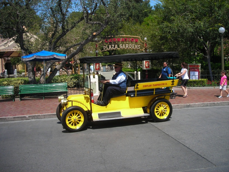 Park trains and tourist trains park trains at disneyland for Car carriage
